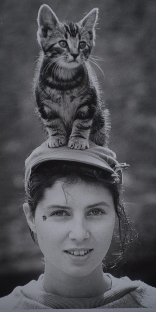 Sadie Frost with kitten on head © Robert Davidson Photography